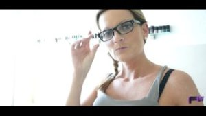 reife-frauen-mit-brille
